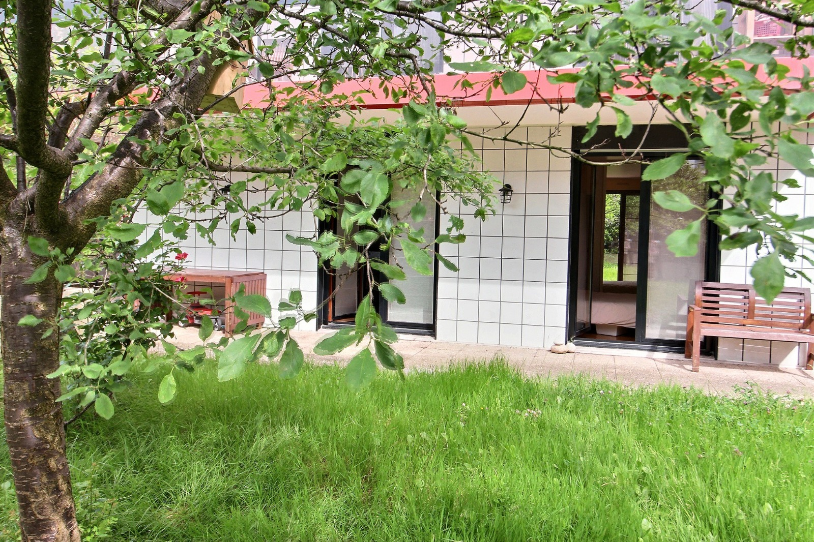 issy epinettes 93m2 et 166m2 de terrasse et jardin avec box expertim immobilier. Black Bedroom Furniture Sets. Home Design Ideas