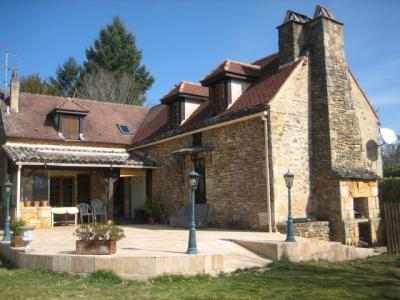 maison pierre restaurée dans un petit hameau.. cazals