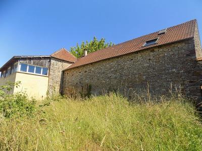 Ancienne corps de ferme en pierre tr�s atypique de 220 m� habitables avec de nombreuses d�pendances.