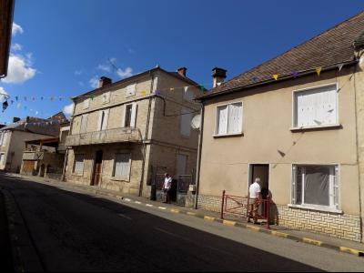Maison de Maitre avec grande grange et immeuble � usage locatif de 2 appartements.