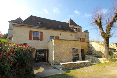 Dans un hameau, Belle maison en pierre restaur�e de 160 m� et grangette.