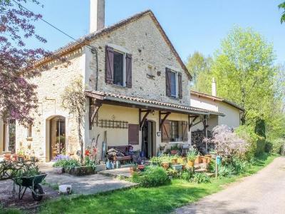 Montclera, Belle maison de campagne de 230 m² sur 3 hectares de prés et bois MONTCLERA