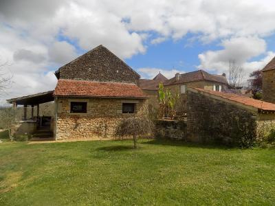 Dordogne, belle maison en pierre avec grange attenante sur 3350 m� avec superbe vue