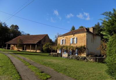 Au calme, propriété en pierre avec piscine et 6000 m² de jardin MARMINIAC