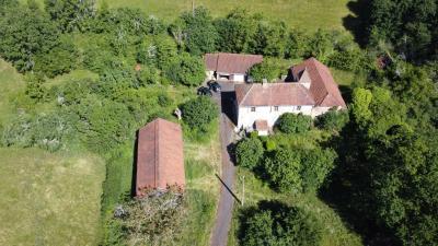 Ancien corps de ferme sur 2 hectares