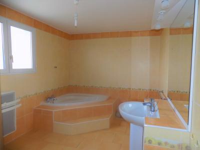 Maison contemporaine de 4 chambres et piscine