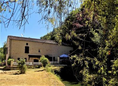 Charmant ancien moulin rénové avec 2 chambres, 2 salles de bain et 1.4 hectares de terrain. VILLEFRANCHE DU PERIGORD