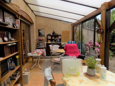 Gourdon centre, pavillon mitoyen avec garage et jardin