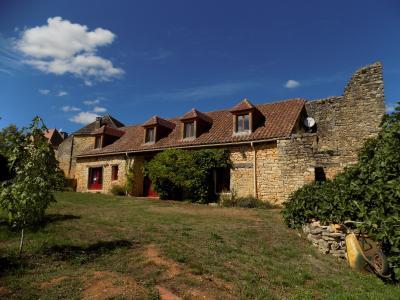 lot, dans un petit hameau au calme, très belle vue, charmante maison en pierres DEGAGNAC