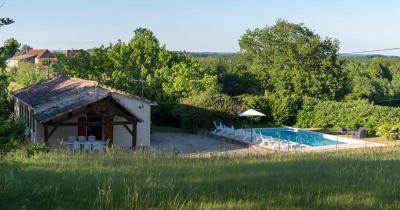Plain-pied de 100 m�, 4 chambres et piscine