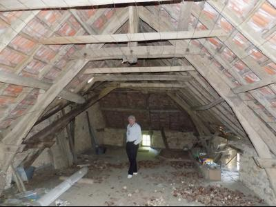 Dans un hameau, maison, grange et hangar � restaurer