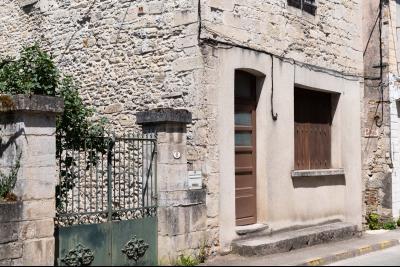 Maison en pierres en plein centre de Salviac