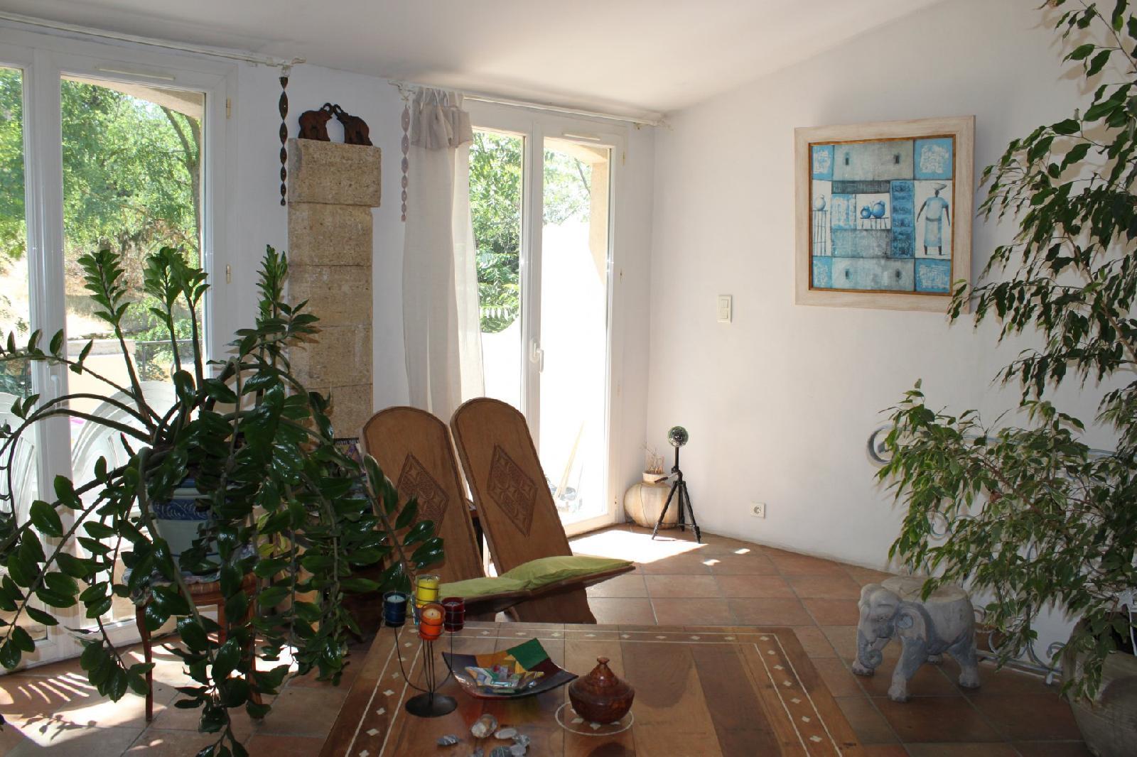 Magnifique maison T4 avec terrasse, cave et remise sur Alleins