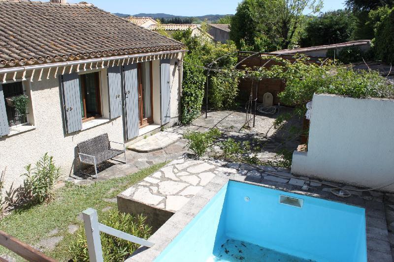 Maison de plain-pied, 3 chambres, garage sur 487m² de terrain à Mallemort, Agence Immobilière UnChezVous, dans les départements de l'Ariège et de l'Aude